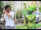 Shah Rukh Khan promotes Akshay Kumar's Joker movie!! - UTVSTARS HD