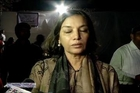 Shabana Azmi, Deepti Naval, Tabu, Sonali Bendre & others in tears at Farooq Sheikh's funeral
